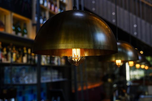 Co warto wiedzieć przed zakupem lampy wiszącej?